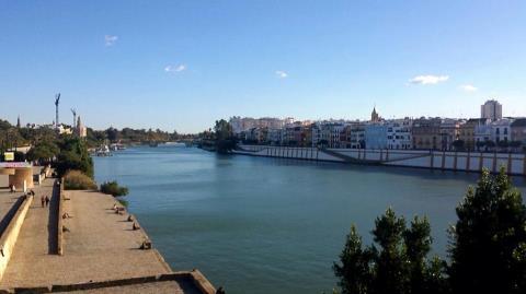 Puente de Triana vista Guadalquivir, Sevilla,