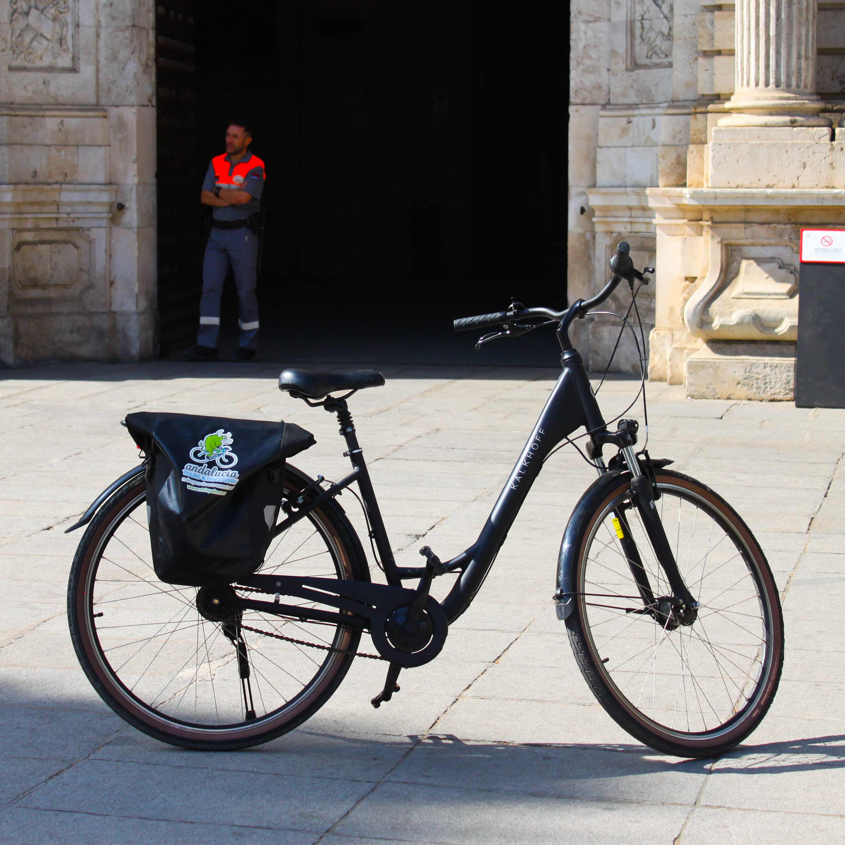 Picture of Kalkhoff bike in front of the University of Seville