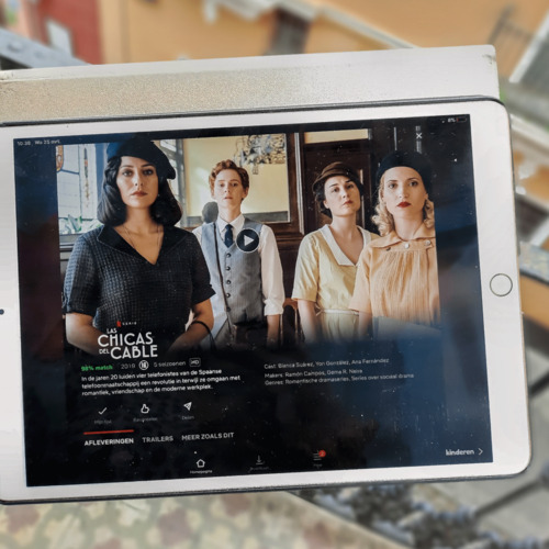 ipad with netflix series las chicas del cable