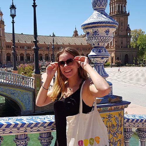 """<img src=""""plaza_espana_-_maureen.jpg"""" alt=""""intern Maureen at plaza espana seville"""">"""
