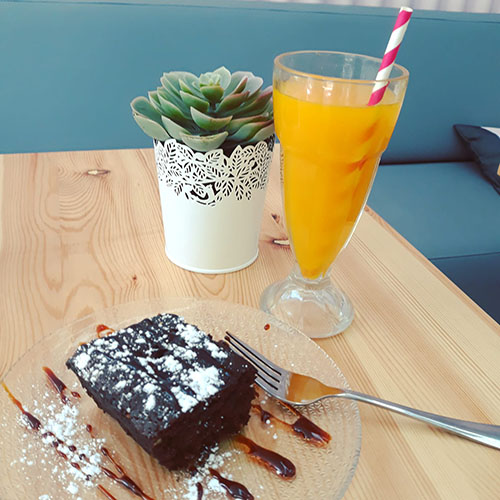 Brownie and smoothie at Bubble & Roll